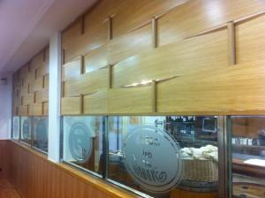 separador de bar de madera