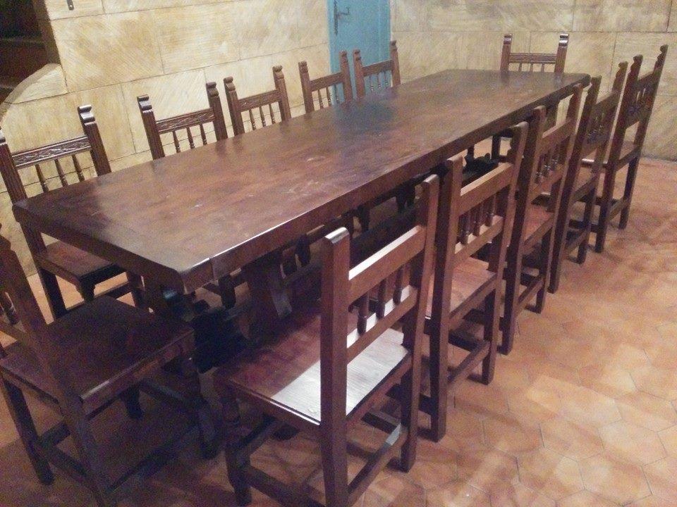 mesa y sillas de merendero