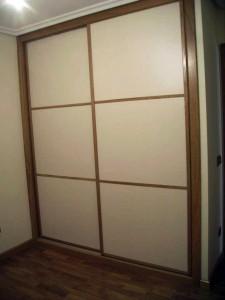armario paneles blancos