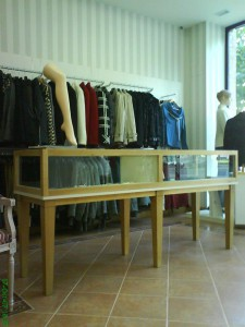 expositor tienda de ropa