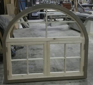 ventana de madera maciza