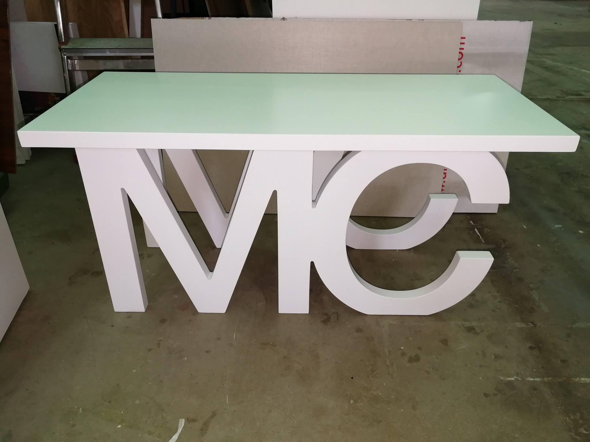 letras mc mesa grande